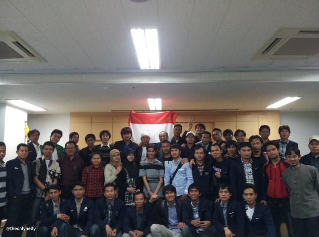 Para tutor, pak Lies, dan mahasiswa UT Korea wilayah selatan