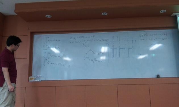 """Prof. Jeong kalo sedang menerangkan """"sesuatu"""" bisa sampe se-papan penuh :D"""
