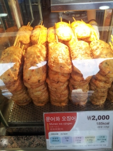 I eat this 문어와 오징어 in rest area :9