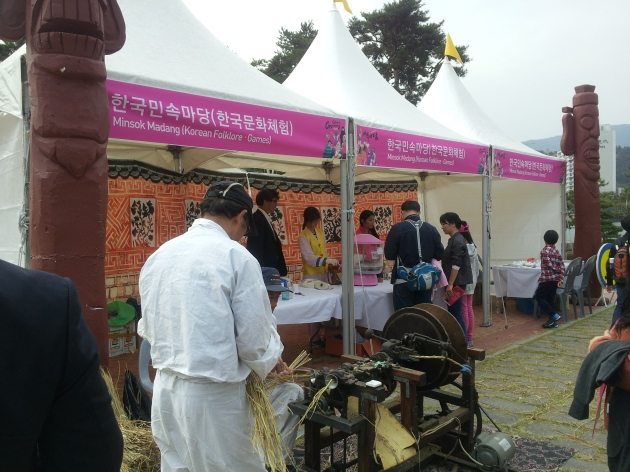Korean folklore & games booth