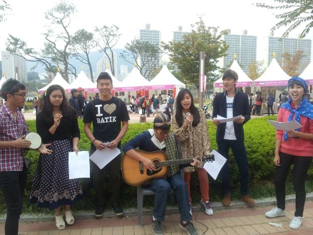 Shendy dan teman-temannya mahasiswa exchange di Youngsan