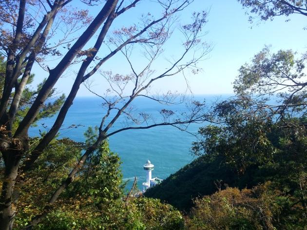 Yeongdo Lighthouse terlihat dari kejauhan