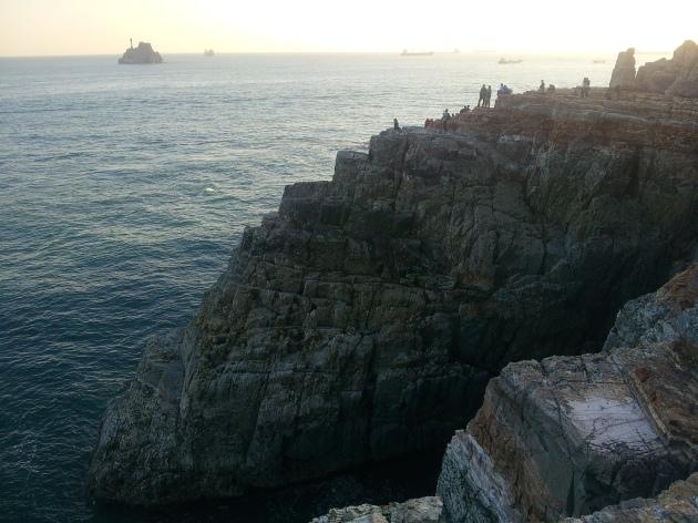 Kami duduk di Sinseon rock hingga menjelang sunset. So sweet~ :D